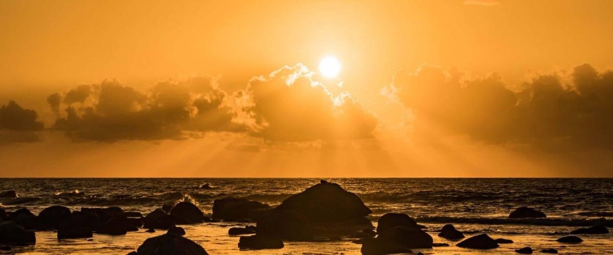 茜色の夕日
